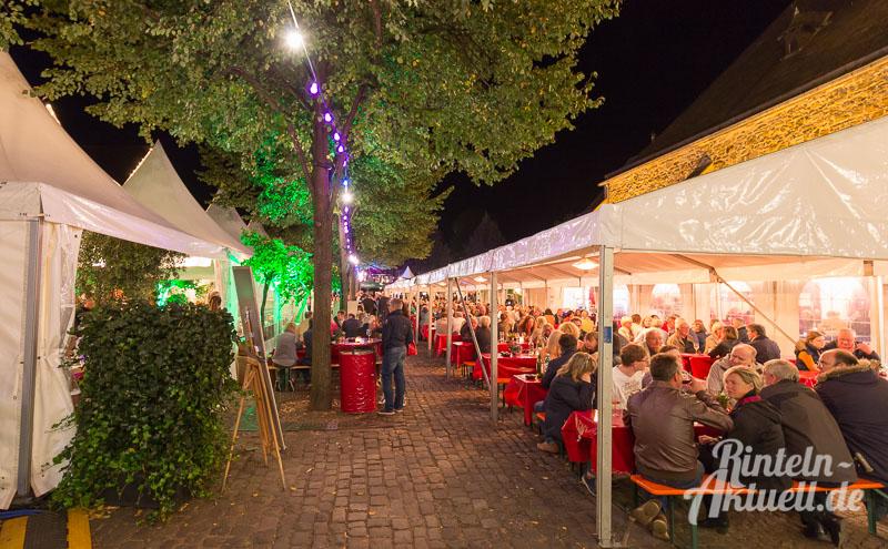 27-rintelnaktuell-weintage-weinfest-streetfood-essen-trinken-geniessen-genuss-vino-craftbeer-bier-delikatessen-gastronomie-schlemmen-speisen-2016-kirchplatz
